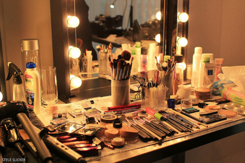Makeup Vanity With Lights Tumblr : I Am Elizabeth Martz Beauty Fashion & Lifestyle Blog: DIY YOUR OWN LIGHTED MAKEUP VANITY ...