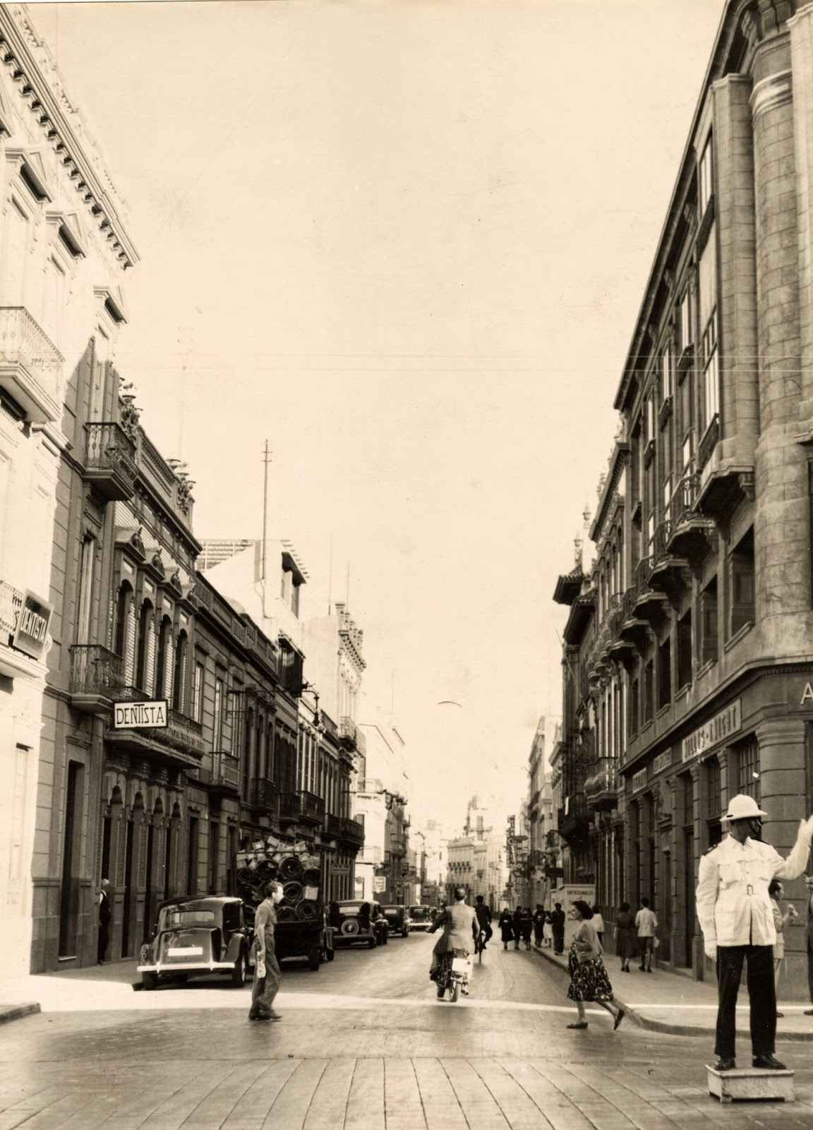 Imagen nº 14463 propiedad del archivo de fotografía histórica de LA FEDAC/CABILDO DE GRAN CANARIA. Realizada entre los años 1930 y 1940 por D. Julián Hernández Gil.