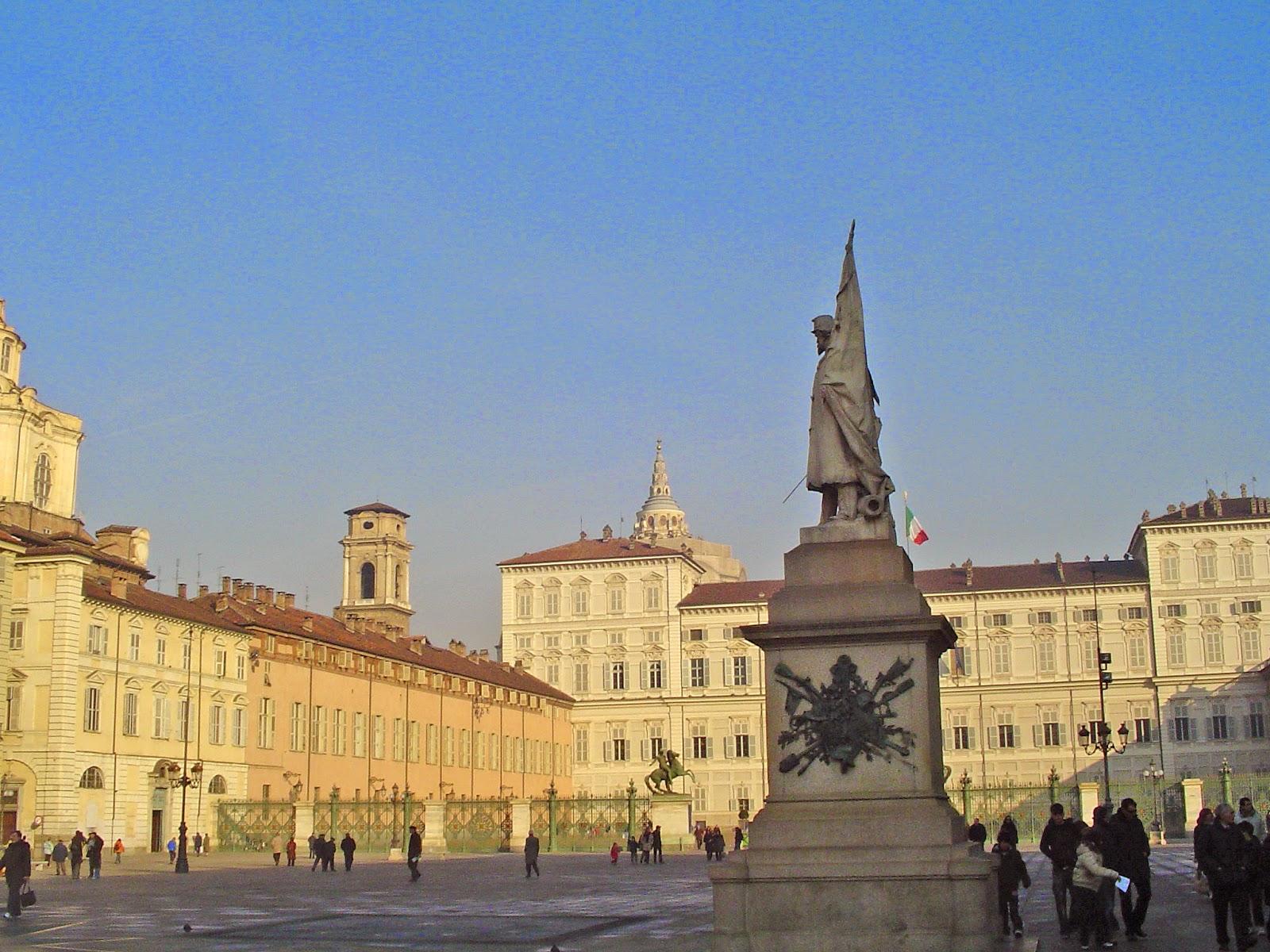 File: Piazza Castello Torino.jpg