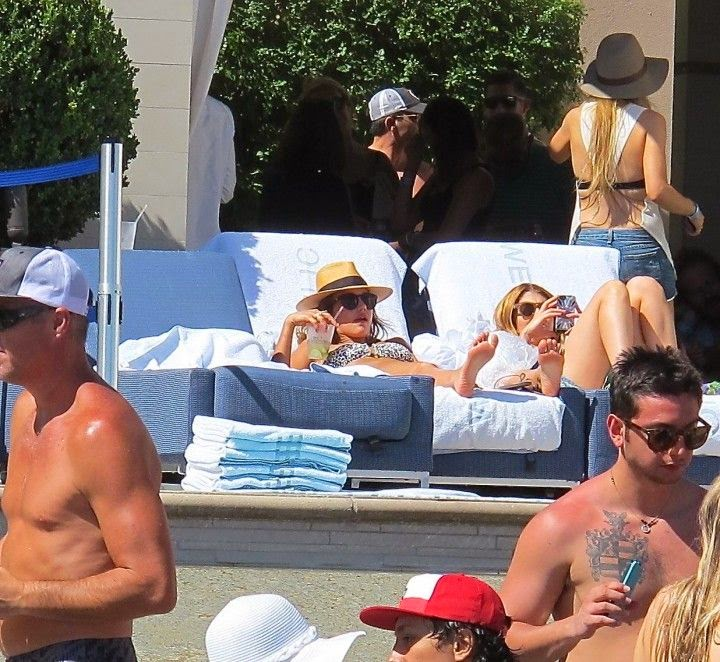 Jessica Alba was snapping to enjoying her‭ ‬33th birthday on Saturday,‭ ‬May‭ ‬10,‭ ‬2014 at Las Vegas with the son of actor,‭ ‬Michael Warren and several friends.