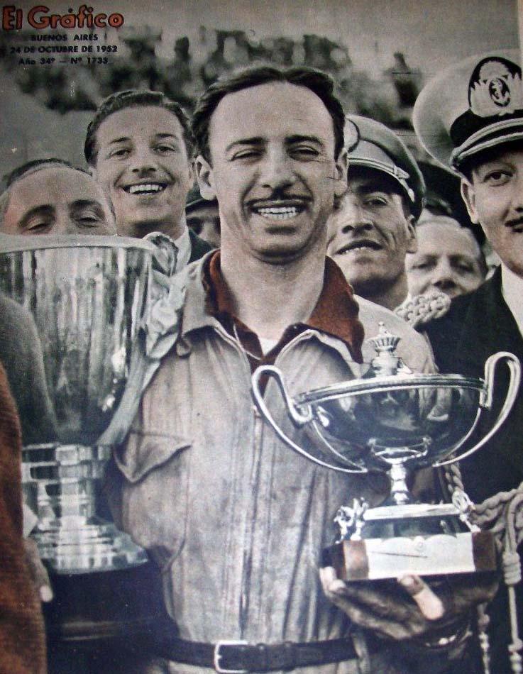 """19 de octubre, 1952 / OSCAR GALVEZ GANABA EL """"GRAN PREMIO DE LA LEALTAD"""" DE TC"""