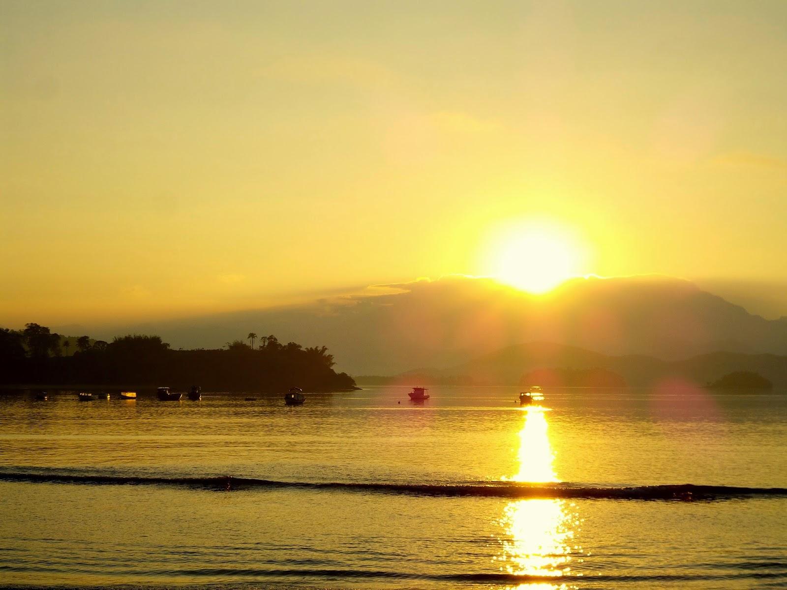 http://aprendendocomasimagens.blogspot.com/2014/10/a-cintilancia-de-um-despertar-na-praia.html