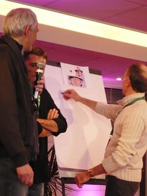 Jean Mulatier au crayon, Jean-Marc Borot et un type au micro en plein recueillement