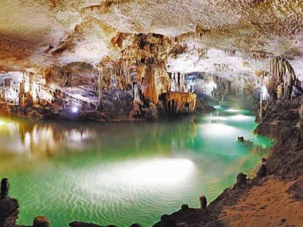 Casa la bellota rural aracena gruta de las maravillas for Sala maravillas