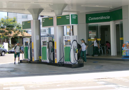 Resultado de imagem para Codecon notifica 33 postos de combustível por ausência de placa de preços