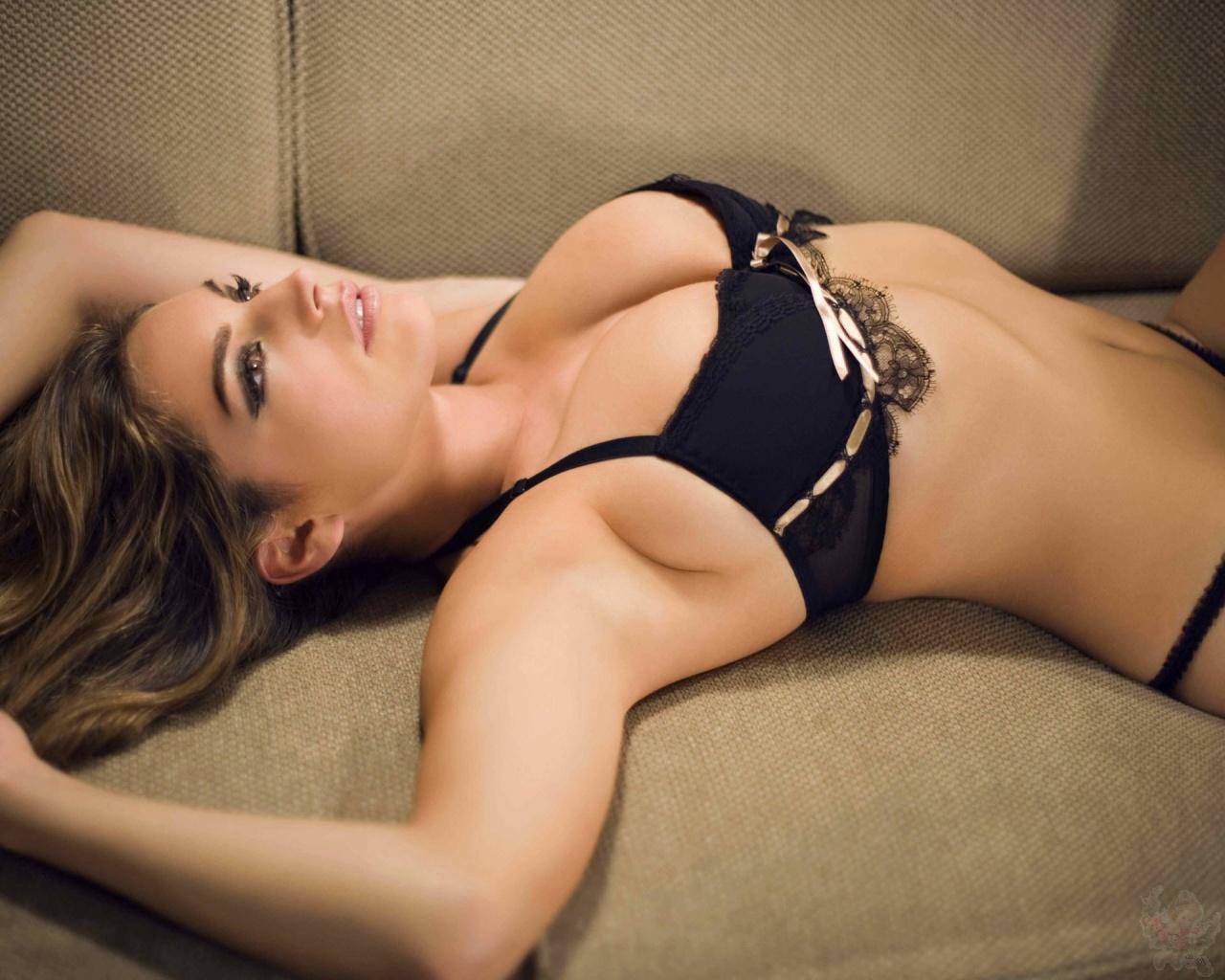 http://4.bp.blogspot.com/-Qmun0OlSpRE/TXo9CBCXvzI/AAAAAAAAE_0/JccFGnbE6eM/s1600/actress_kelly_brook_a_wallpaper_03.jpg