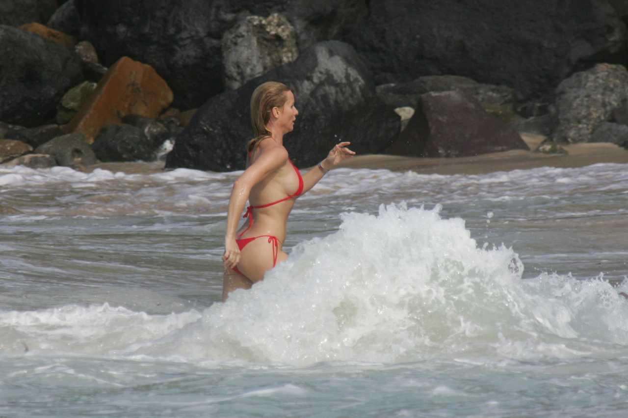 http://4.bp.blogspot.com/-QnJipSN7Zoc/T4qWU5ePwPI/AAAAAAABMh4/IvyHjxHaQFM/s1600/Nicollette+Sheridan%E2%80%99s+hot+red+Bikini+with+Michael+Bolton+in+St.+Barts+05.jpg