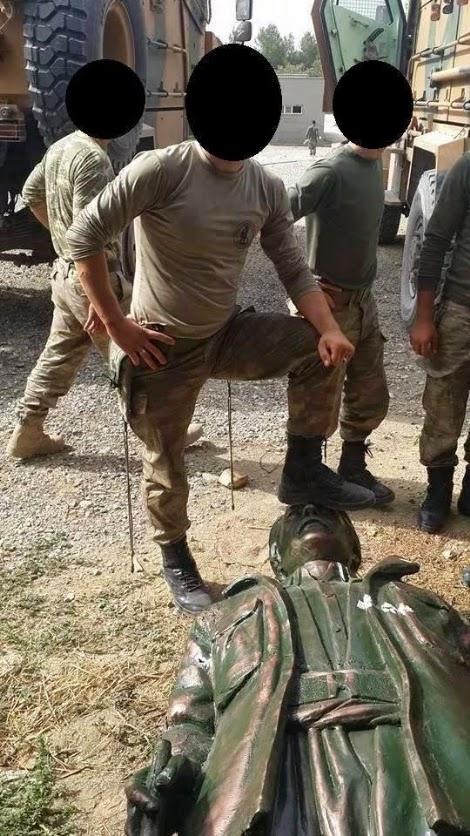 Mahsum Korkmaz Kimdir? Askerler Mahsum Korkmaz'ın Heykeline Ayaklarını Basarak Poz Verdi!