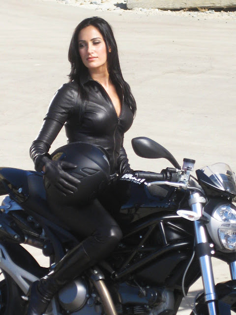Sportbike Riding Boots >> Motorcycle Girl 061 - Donna Feldman Visa | Return of the Cafe Racers