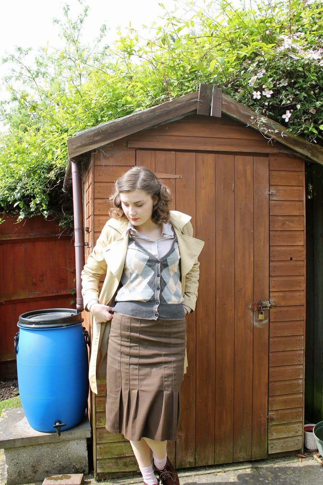 land girl via lovebirds vintage