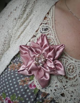 crafty jewelry: silk flower brooch tutorial