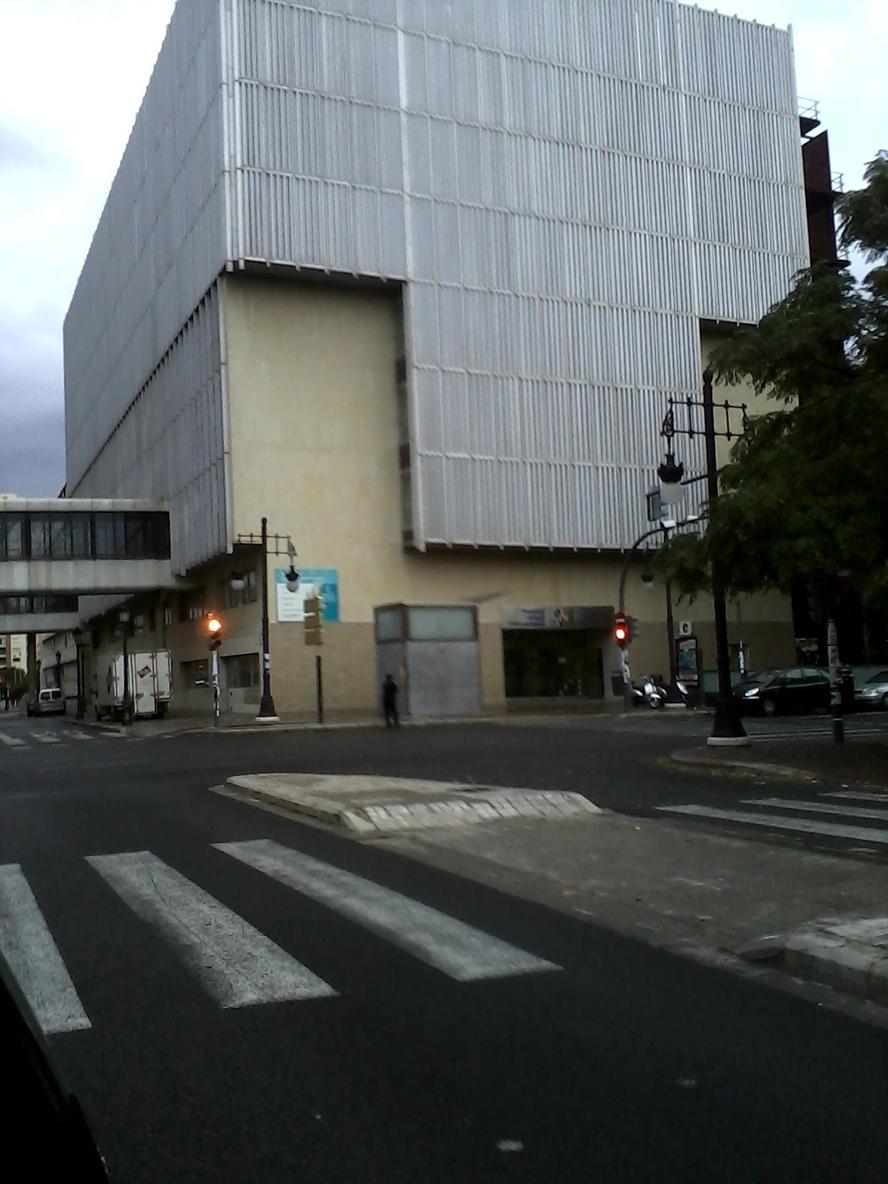 Complejo de oficinas 9 de octubre h clinico la padoga for Oficinas eulen