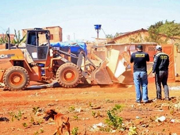 28 casas erguidas irregularmente são derrubadas no Núcleo Rural Aguilhada