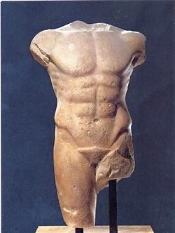 Torso arcaico di Apollo Louvre