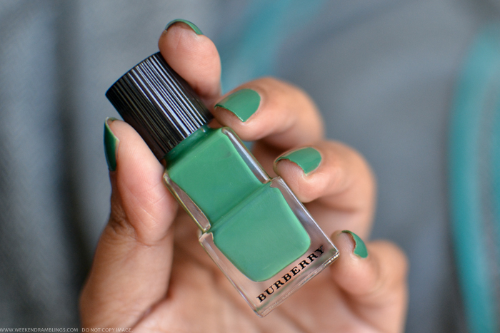 Burberry Nail Polish Sage Green No 420 - Photos Review NOTD Swatches