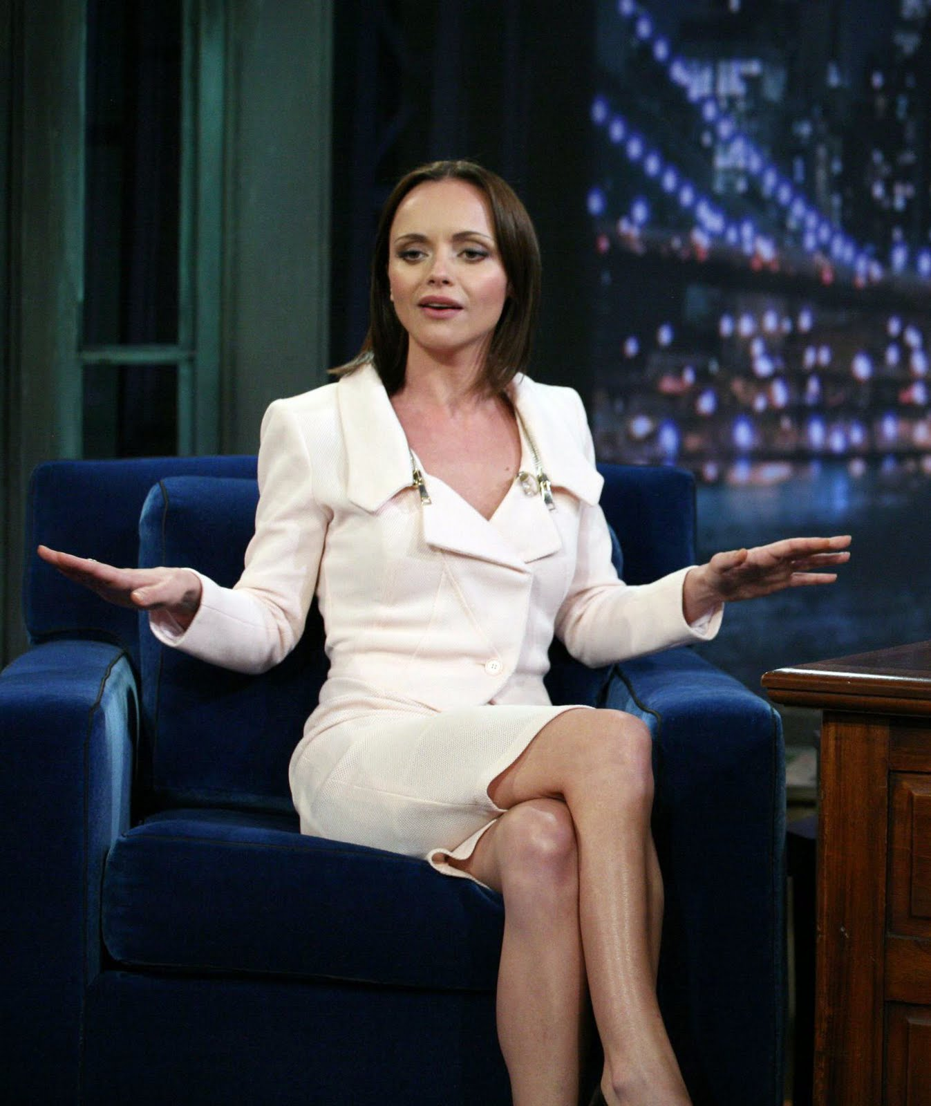 http://4.bp.blogspot.com/-Qod34L5RmcY/TmE1fJS1aMI/AAAAAAAAAlo/8zy9SJhQlw4/s1600/47741_Christina_Ricci_Late_Night_with_Jimmy_Fallon_August_31_2011_02_122_597lo.jpg