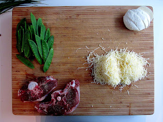 Geitenkotelet met ovenaardappelen, geroosterde wortels en sluimererwtje