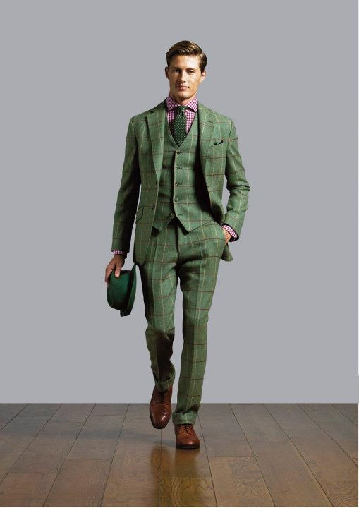 Construction of the Green Suit. Dark green suits do best in rich, thick fabrics. Heavy wool with a smooth finish is far and away the best choice. The weight and uniform texture of wool gives the jacket a consistent drape along the body.