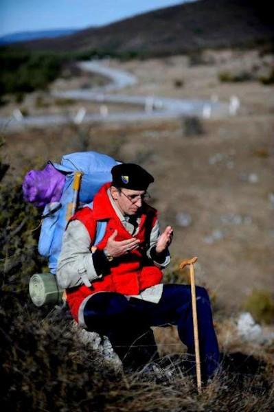 Subhanallah...pria Bosnia Ini Jalan Kaki 6000 Km Untuk Tunaikan Ibadah Haji [ www.BlogApaAja.com ]