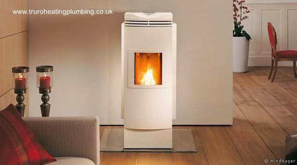 Equipo doméstico termoestufa quema biomasa para calefaccionar y producir agua caliente