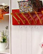 http://www.foxlife.tv/manualidades/9478-perchero-con-ganchos.html