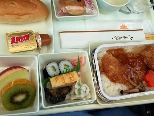 VN301 成田―ホーチミンシティ エコノミークラス 機内食 洋食(ジャパニーズ)