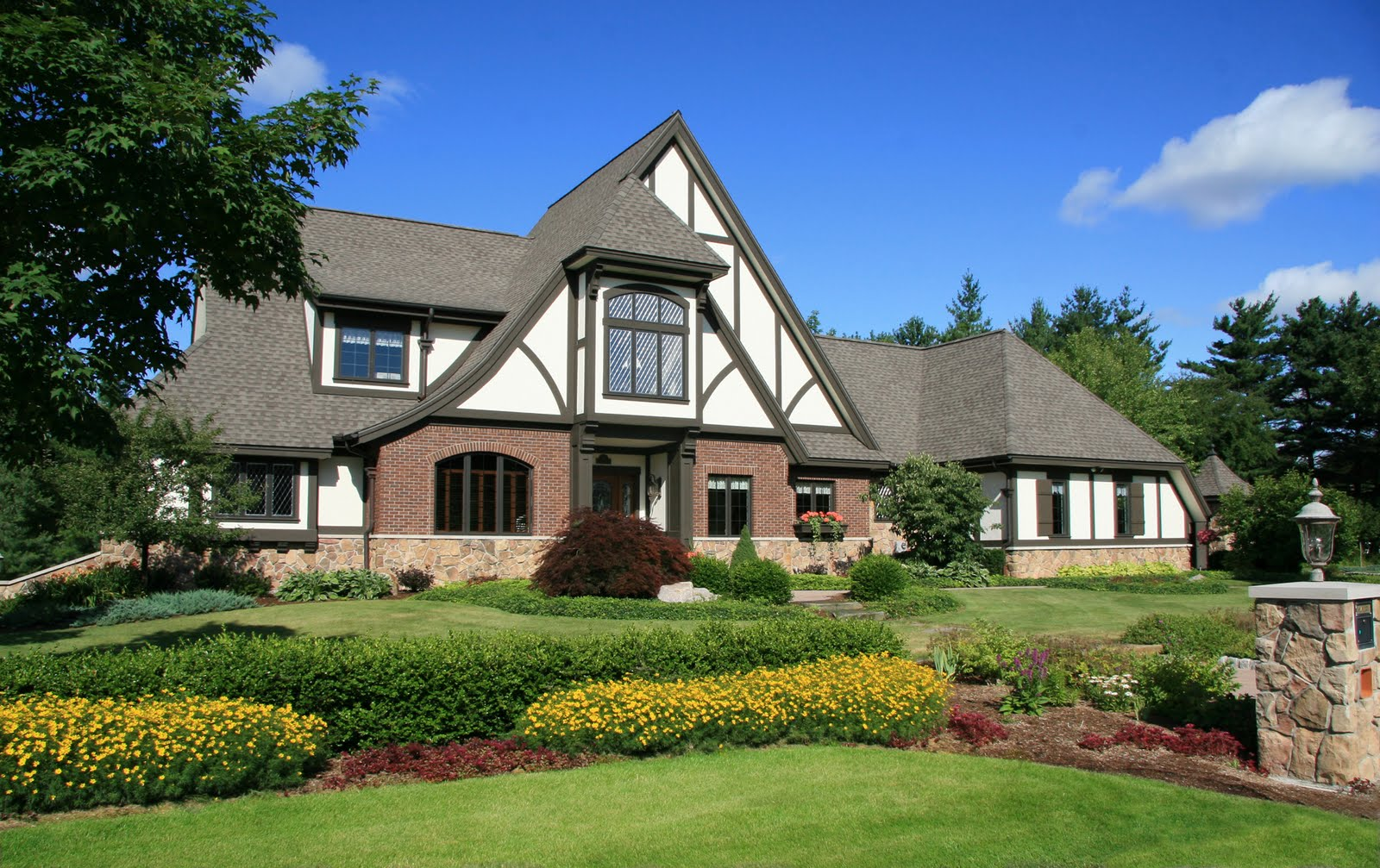 Exterior paint schemes for brown roofs - Here Are A Few Examples Of Visbeen Associates Tudor Style Homes