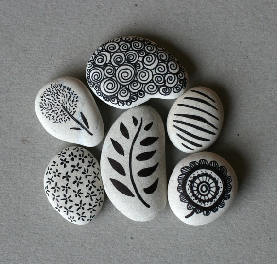 The art of being creative doodling on rocks - River rock painting ideas ...