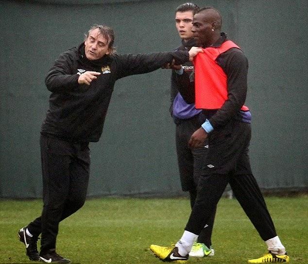 smešne slike: Tuča Mancini i Balotelli