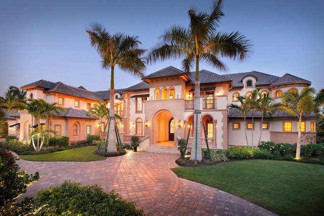 Stunning waterfront mansion in naples florida for Florida estates for sale