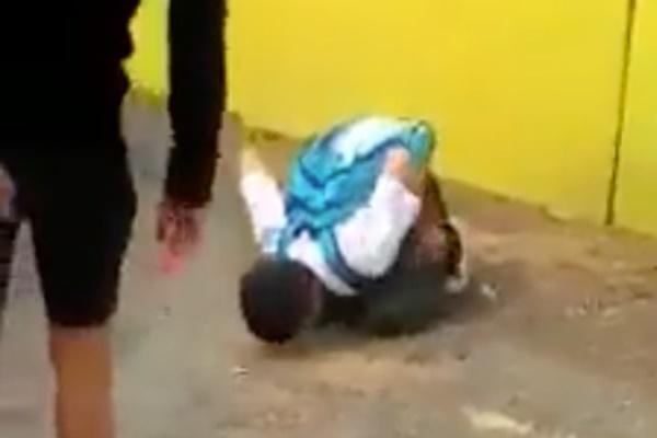 Video Pelajar Menengah Dipaksa Jilat Jalan Jadi Viral... HARAM JADAH!!