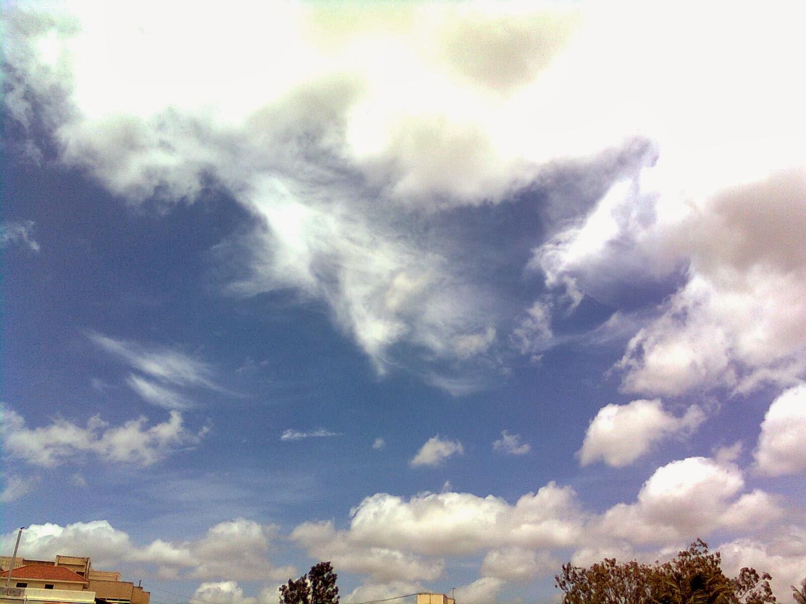 Pemandangan Awan berikut adalah fotonya(klik gambar untuk ukuran penuh