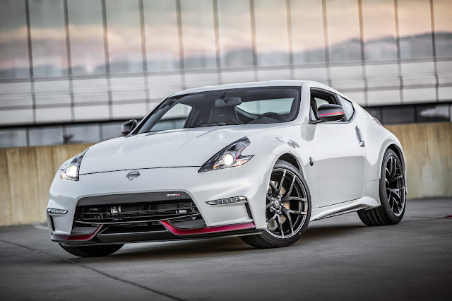 Front 3/4 view of 2015 Nissan 370Z Nismo