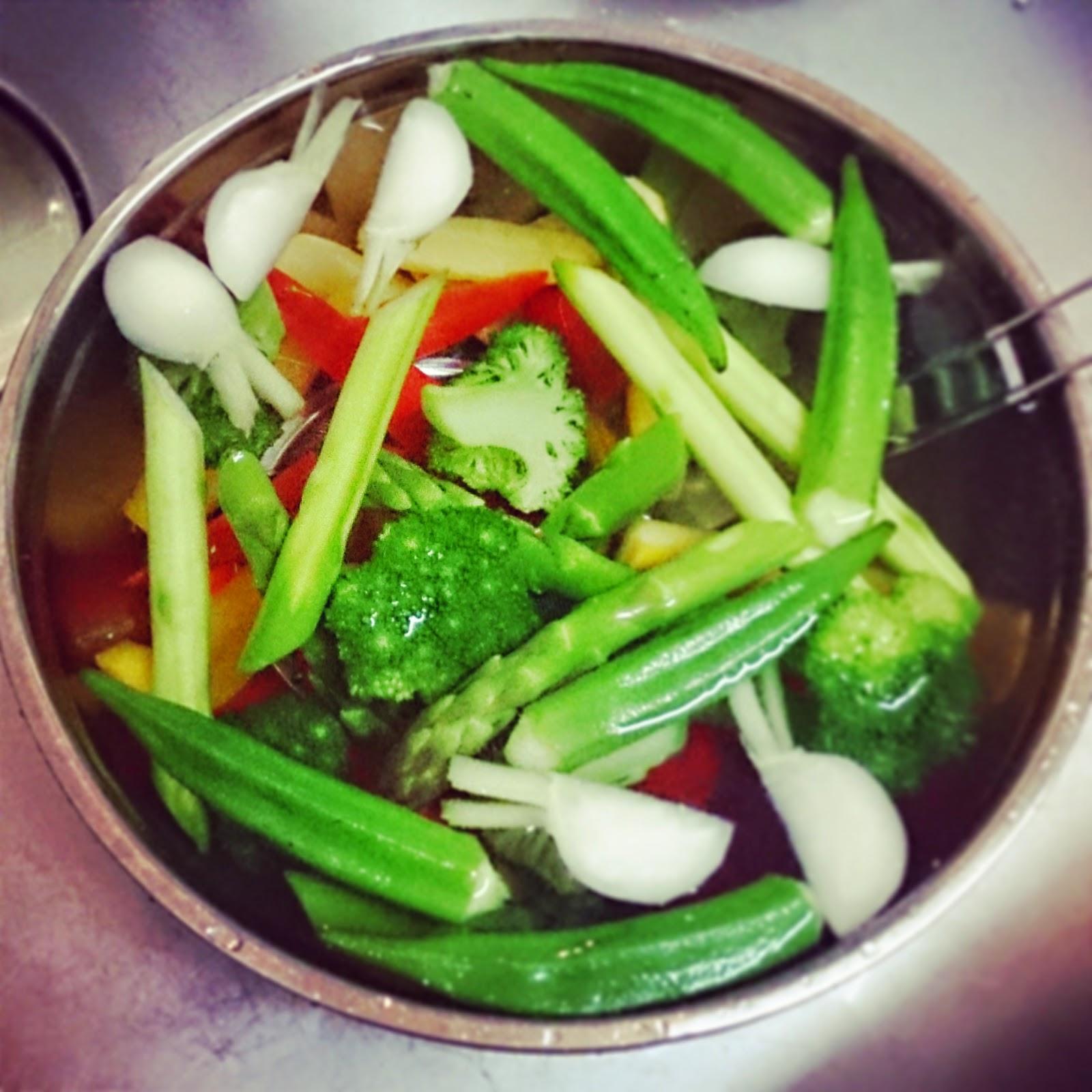 ご友人のサプライズ結婚祝いに高野シェフが出張料理:旬の野菜のバーニャカウダ
