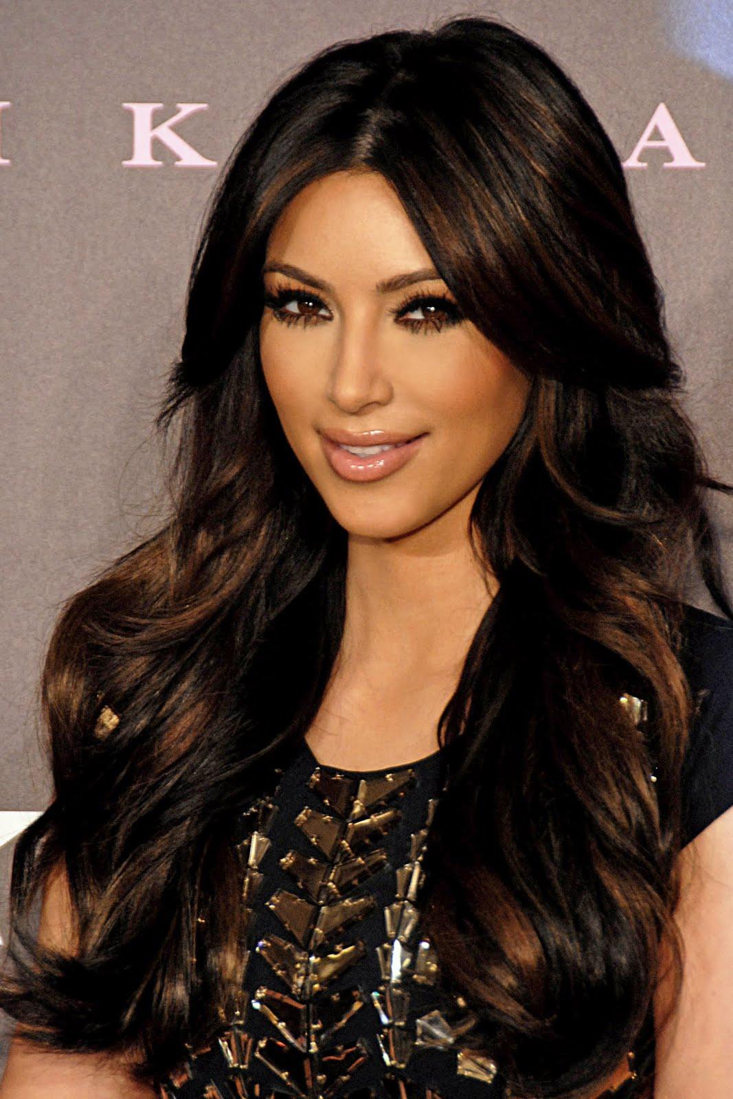 http://4.bp.blogspot.com/-Qqu1QFQnIPU/TjXseT1PJ-I/AAAAAAAAAHk/eMdsOiDBT0Q/s1600/Kim_Kardashian_2011.jpg