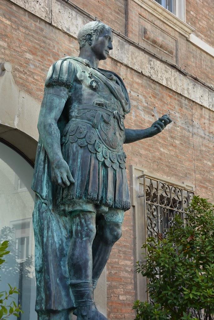 Piazza Tre Martiri Rimini Julius Caesar