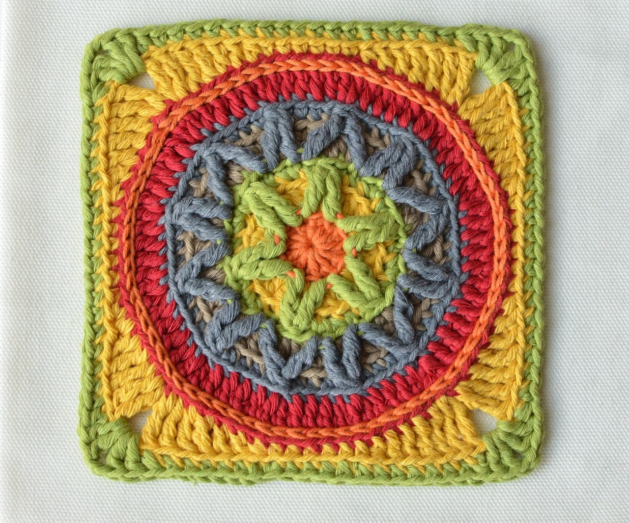 Circles of the Sun Mystery CAL 2015 - overlay crochet - Block 3 #free crochet pattern by LillaBjornCrochet