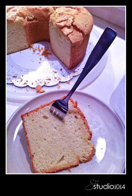 Sour Cream Pound Cake With Crunchy Top