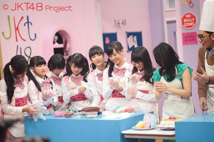 JKT48 sedang memasak