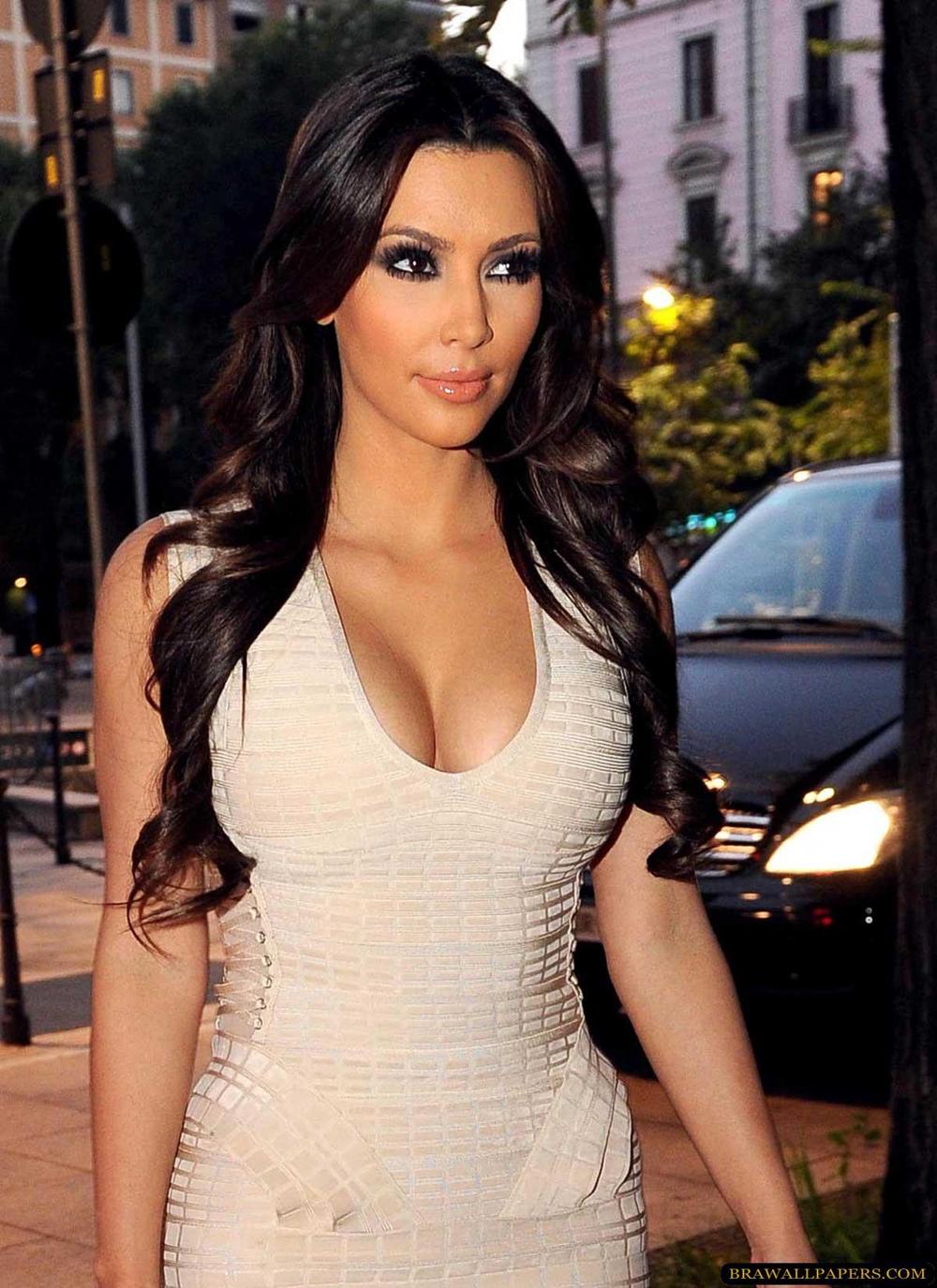 Kim Kardashian Long Wavy Hairstyles 02