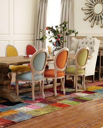 Cadeiras-diferentes-na-sala-de-jantar-24