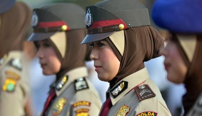 baru saja dapat meraih kebebasan untuk mengenakan jilbab para anggota ...