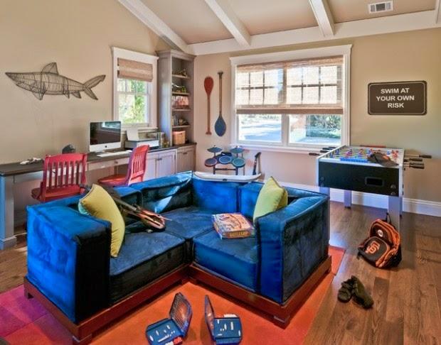 Etonnant Teen Room Decor Ideas: Teen Room With Blue Sofa And Decorative Elements