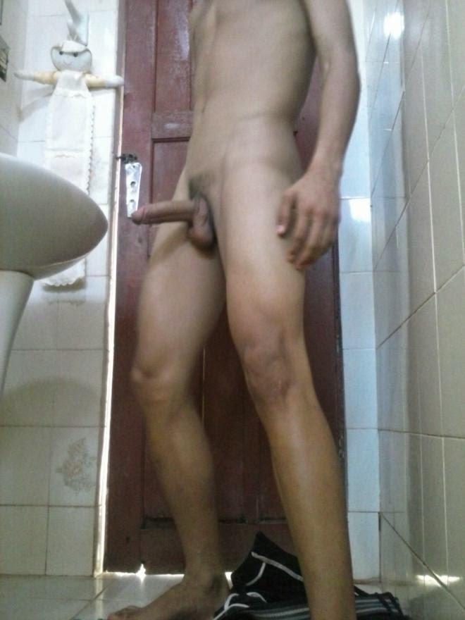 Gozando no banheiro 2