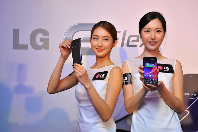 Models posing with the LG G Flex