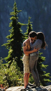Taylor Lautner Cant Stop Kissing Kristen Stewart in twilight
