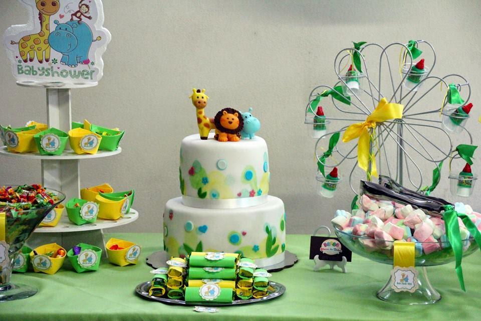 Mesa de dulces, botanas y pastel personalizado