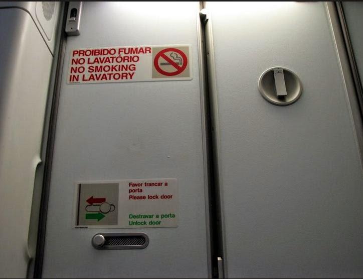 Por bajo imsoportable que salía de los baños de un avion pasajeros hacen que regrese