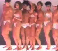 Propaganda da USTOP em sua linha de roupas íntimas: vários homens e mulheres semi-nus na campanha.
