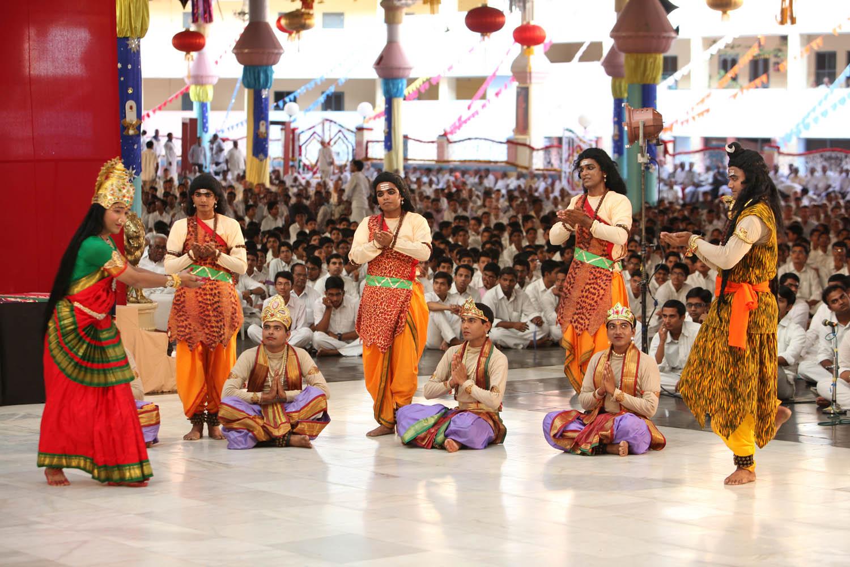 La encarnaci n divina comienzo del mahashivaratri 2013 for V encarnacion salon